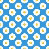 Smażący jajka na błękitnego tła bezszwowym wzorze Obrazy Royalty Free