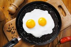 Smażący jajka na niecce Zdjęcie Royalty Free