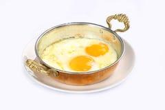 Smażący jajka na niecce Fotografia Royalty Free
