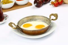 Smażący jajka na niecce Obraz Royalty Free