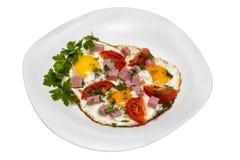 Smażący jajka z bekonem i pomidorami Zdjęcia Royalty Free