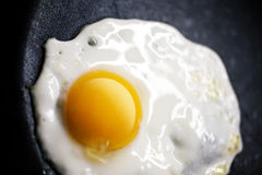 Smażący jajko Obrazy Royalty Free