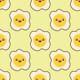 Smażący jajko stawia czoło bezszwowego deseniowego kawaii postać z kreskówki bezszwowego wzór na żółtym tle Płaski projekt Zdjęcie Royalty Free