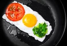 Smażący jajko w kształcie Światła Ruchu obrazy royalty free
