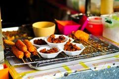 Smażący jedzenie na grillu Zdjęcia Stock