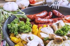 Smażący jedzenie w niecce Obrazy Royalty Free