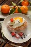 Smażący kremowi chuchy z ricotta i candied owoc - tradycyjny S Fotografia Stock