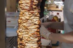 Smażący mięso na skewer dla gotować dawcy lub shawarma zdjęcie stock