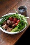 Smażący mięso z zieleniami i warzywami Obraz Royalty Free