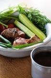 Smażący mięso z zieleniami i warzywami Fotografia Royalty Free