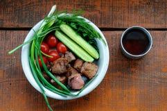 Smażący mięso z zieleniami i warzywami Obrazy Stock