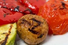 smażący oberżyny wyśmienicie jedzenie piec na grillu pieczarek odżywczych smakowitych pomidorów pożytecznie warzywa jarskich Fotografia Royalty Free