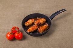 Smażący pomidor i kiełbasy Zdjęcia Stock