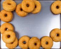 Smażący równi round pączki w ramie Fotografia Stock