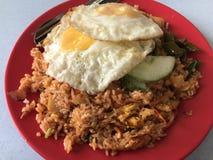 Smażący Rice z Pogodną stroną W górę jajek Obrazy Royalty Free