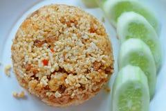 Smażący ryż z crispy wieprzowiny i chili pastą Fotografia Royalty Free