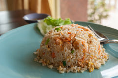 Smażący ryż z garnelą. Zdjęcie Stock