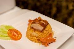 Smażący ryż z piec na grillu kiełbasą i wieprzowiną Obraz Stock