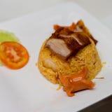 Smażący ryż z piec na grillu kiełbasą i wieprzowiną Zdjęcie Royalty Free