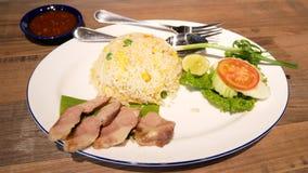 Smażący ryż z piec wieprzowiną zbiory wideo