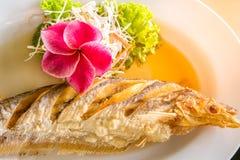 Smażący rybi tajlandzki jedzenie Obrazy Stock