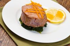 Smażący tuńczyk polędwicowy z świeżą pomarańcze Zdjęcia Stock