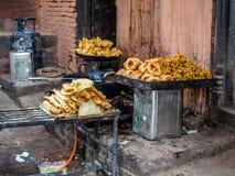 Smażący Uliczny jedzenie w Bhaktapur, Nepal Fotografia Stock