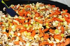 Smażący warzywa w smaży niecce Obraz Royalty Free