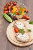 Smażący wieprzowina stek z warzywami i pietruszką Zdjęcie Stock