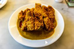 Smażący wieprzowiny Cutlet z currym obraz royalty free