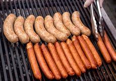 Smażyć kiełbasy na BBQ Zdjęcie Royalty Free