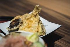 Smażyć ryba i shiitake pieczarki są well - przygotowany Imponować turystów w asakusa okręgu zdjęcie royalty free