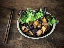 Smażyć tofu i shiitake pieczarki Zdjęcie Royalty Free