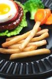 smaży hamburger Obrazy Stock