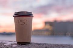 Smak av staden Kaffe Solnedgång i staden arkivfoton