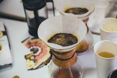 Smaka filterkaffe Arkivfoto