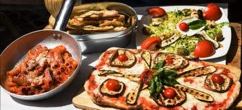 Smakad och berömd italiensk mat arkivfoto