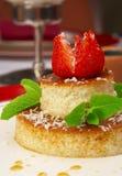 Smakelijk dessert op een lijst bij restaurant Royalty-vrije Stock Afbeeldingen