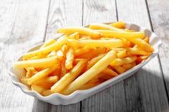 Smakelijk Fried Potato French Fries op Witte Plaat stock afbeeldingen