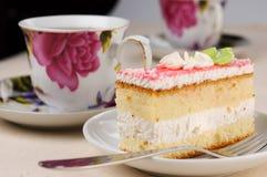 Smakelijk gebakje met de thee Stock Foto's