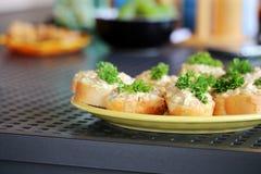 Smakelijk met uitgespreid en groenten op de lijst Royalty-vrije Stock Afbeelding
