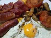 Smakelijk, olieachtig Engels ontbijt Stock Afbeelding