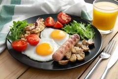 Smakelijk ontbijt met eieren royalty-vrije stock afbeeldingen