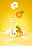 Smakelijke appel in yoghurt Royalty-vrije Stock Foto's