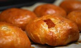Smakelijke broodjes met binnen vruchten Royalty-vrije Stock Foto's