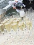 Smakelijke champagne in glasglazen Royalty-vrije Stock Fotografie
