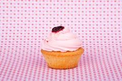 Smakelijke cupcake op abstracte achtergrond Royalty-vrije Stock Afbeeldingen
