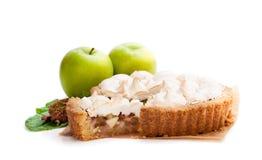 Smakelijke die schuimgebakjepastei met rabarber en appel op wit wordt geïsoleerd royalty-vrije stock afbeeldingen