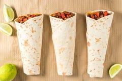 Smakelijke eigengemaakte burrito met groenten en rundvlees Royalty-vrije Stock Foto's