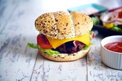 Smakelijke eigengemaakte hamburger Royalty-vrije Stock Foto